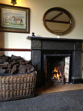 Abbeyglen Castle Hotel : Sitting room with peat used for the fire - terriific smell!