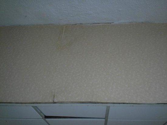 Lancaster Family Resort: Crack in ceiling
