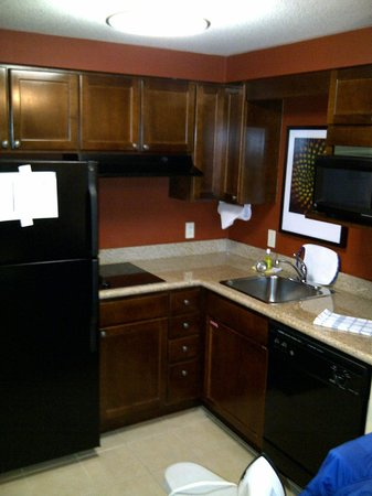 Residence Inn Mississauga-Airport Corporate Centre West: Kitchenette