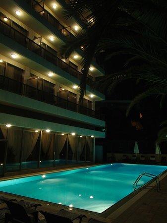Golden Sun Hotel : Бассейн
