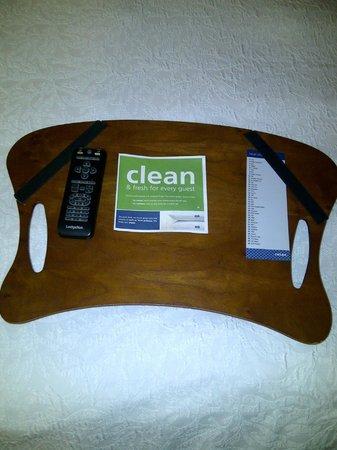 Hampton Inn by Hilton Ottawa: Laptop tray