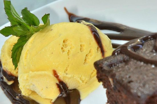 Forest Park Hotel: Home made brownie with guernsey vanilla ice cream