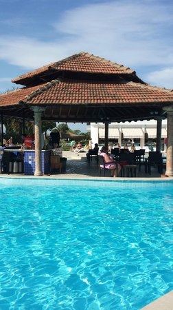 Atlantique Holiday Club: pool und bar