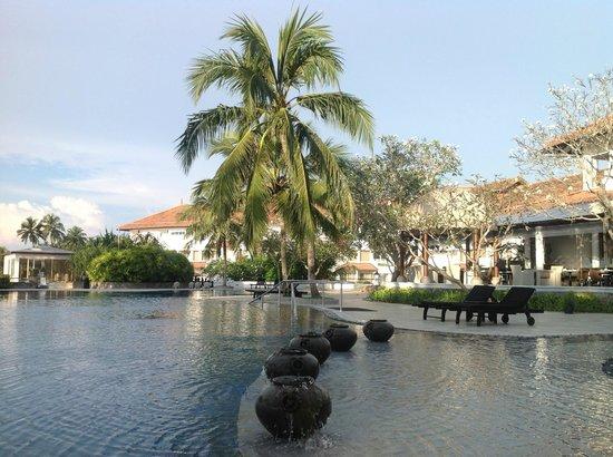 Vivanta by Taj - Bentota : La piscine