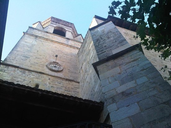 Saint-Jean-de-Luz, France : ...Y SENCILLA POR FUERA.