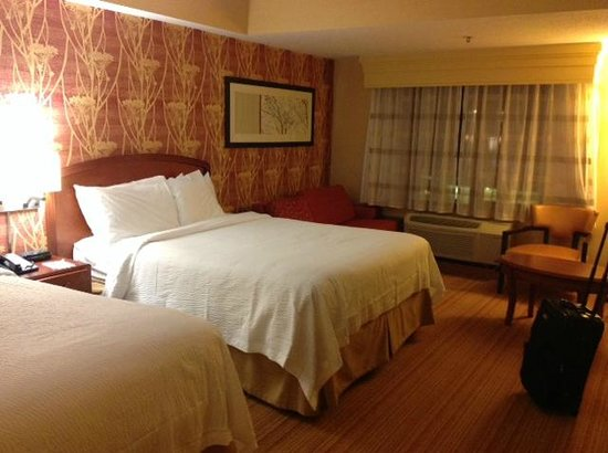 Courtyard by Marriott Boston Brookline : Bed