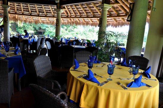 Las Palapa Restaurant: Restaurante La Palapa rodeado de naturaleza
