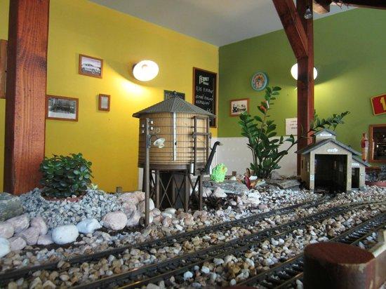 Vytopna Railway Restaurant - Starobrnenska: Железная дорога