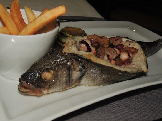 Golden Fish : Stuffed sea bass