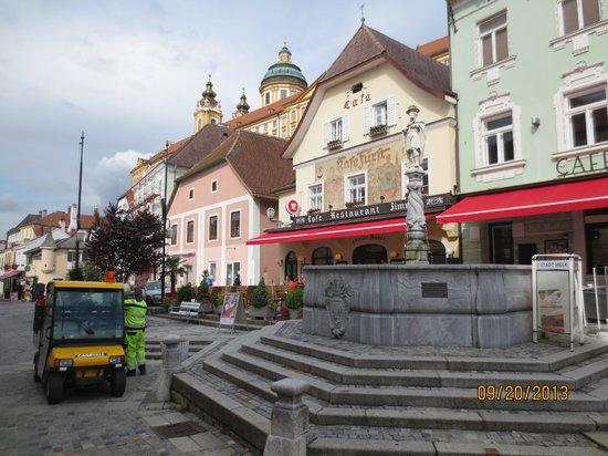 Cafe Restaurant zum Fursten: The Cafe, with room next door