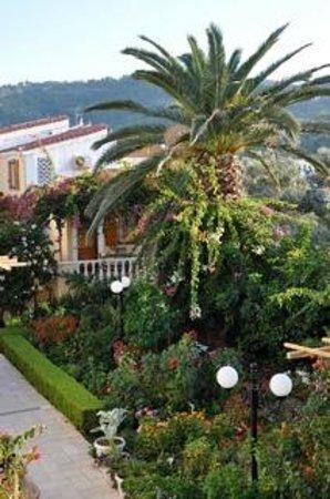 Olympia Village Hotel: Garten