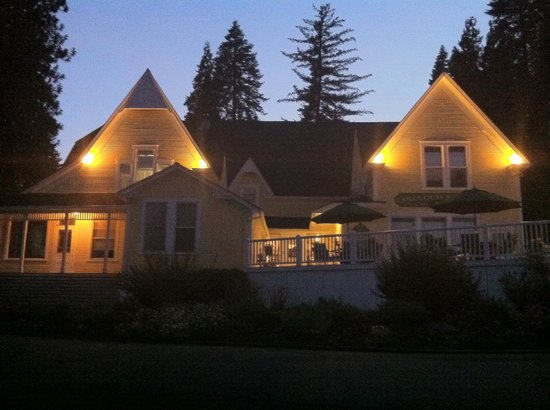 McCloud River Inn: The Inn at night