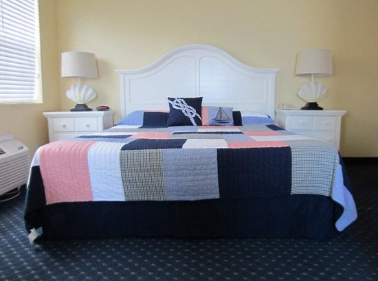 Coral Sands Inn & Seaside Cottages Ormond Beach: A very nice bedroom in my cottage