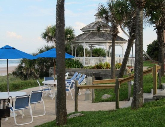 Coral Sands Inn & Seaside Cottages Ormond Beach: There are two spacious gazebos here on the property