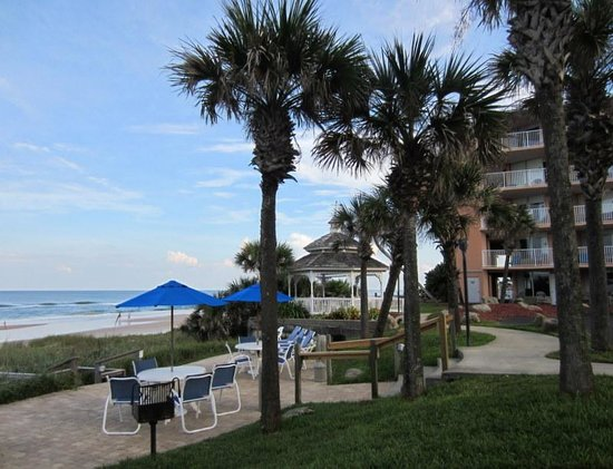 Coral Sands Inn & Seaside Cottages Ormond Beach: The property is right on the beach