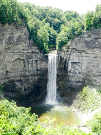 Taughannock Falls State Park : Taughannock Falls from the Upper Overlook