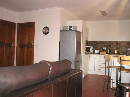 Blenheim Self Catering Apartments: Kitchen / TV Room