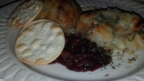 Briarhurst Manor Estate: Baked camerbert with lingonberries