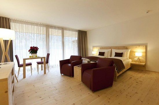 IN LAIN Hotel Cadonau: Terrassen Junior-Suite