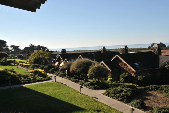 Inn at the Tides: The Grounds of the Inn at Bodega Bay