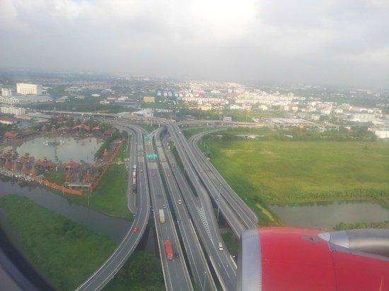 Check Inn Regency Park: Aerial View Before Landing At Bangkok