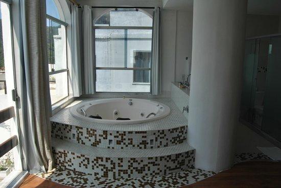 The Villa: Jacuzzi habitación corcovado
