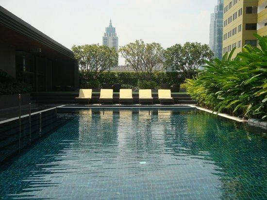 Best Western Premier Sukhumvit : Rooftop Swimming pool