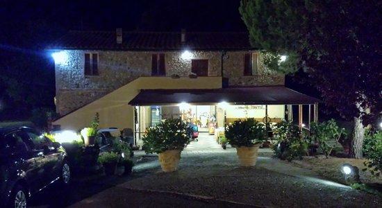 Locanda Il Boschetto: Locanda Il Boschetto at night