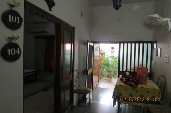 All Seasons Homestay Jaipur : Dining Area