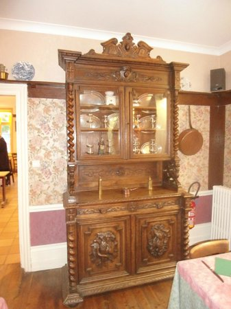 Hotel de la Plage : Antique wardrobe in the dining room