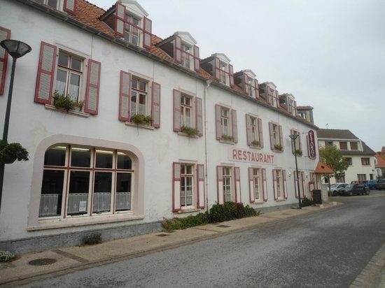 Hotel de la Plage : View along Rue Gambetta