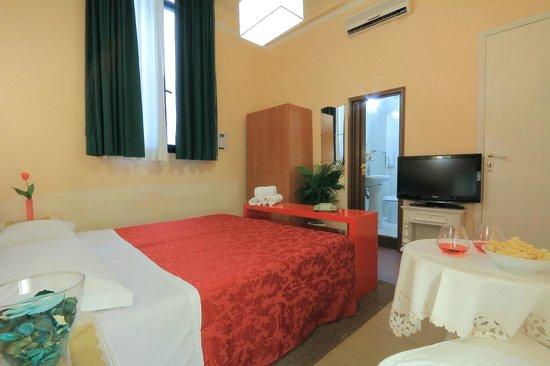 Hotel Toscana: room