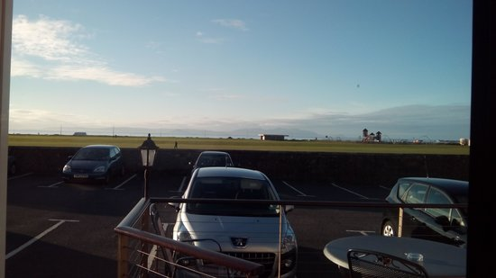 Fairfield House Hotel: View over to Arran from lounge window