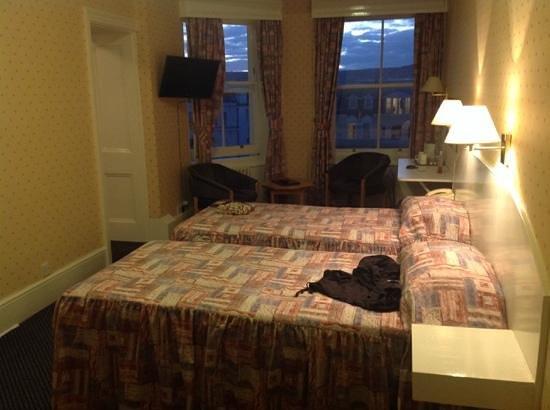 Queens Hotel: Seaview Twin Room