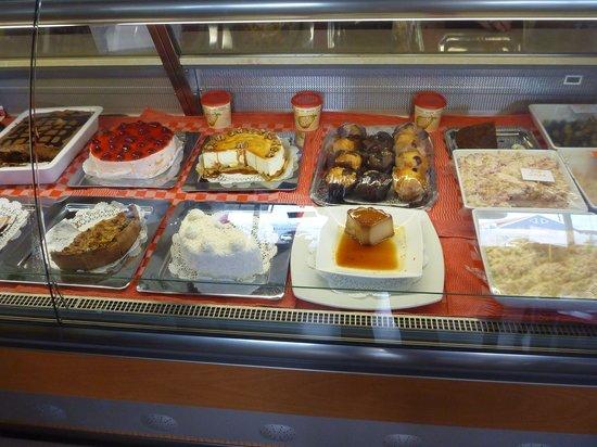 Between 2 buns: Dessert case!