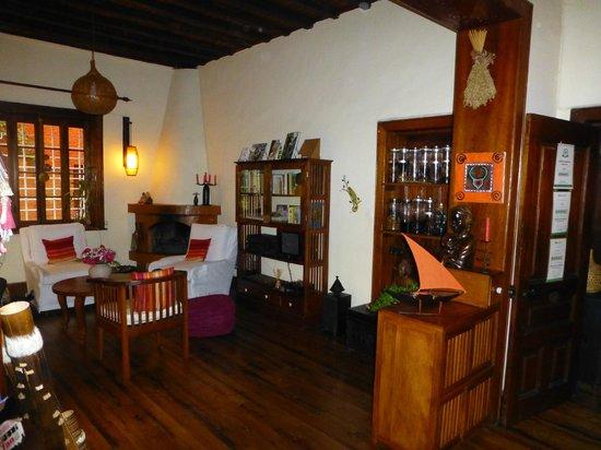 Chez Aina : un angolo del salotto con vista sul rhum arrangé