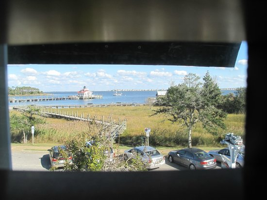 Roanoke Island Inn: View from 3 of the 4 windows in the room