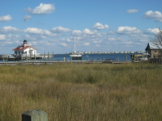 Roanoke Island Inn: This is the view across the street from the Inn many rooms and suites have this view.