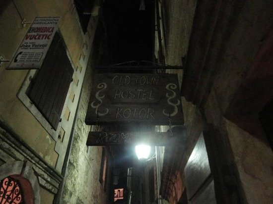 Hostel Old Town: sign