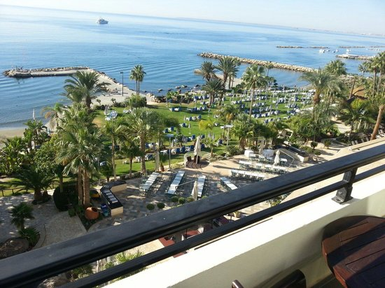 Amathus Beach Hotel Limassol: View from the 2nd floor..