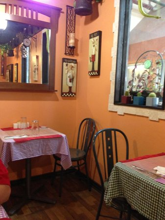 Walla Artisan Bakery & Cafe: Dining Area to eat - cozy
