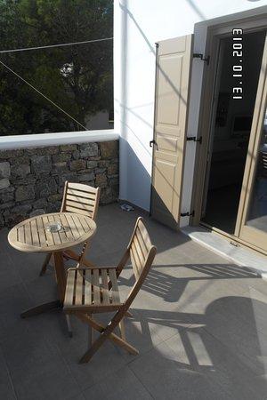 Lithos by Spyros & Flora: Terrace