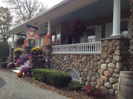 1837 Cobblestone Cottage Bed and Breakfast: A beautiful Fall day