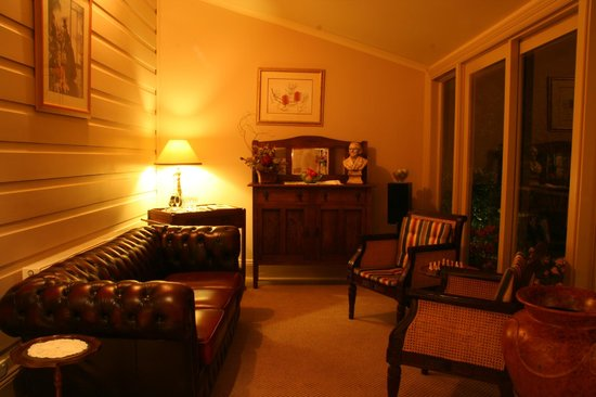 Lurline House: Sittingroom