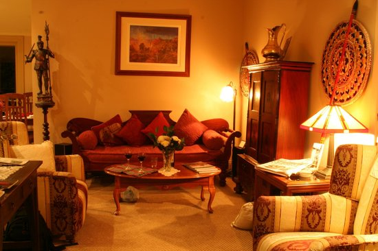 Lurline House: Sitting-Guestroom