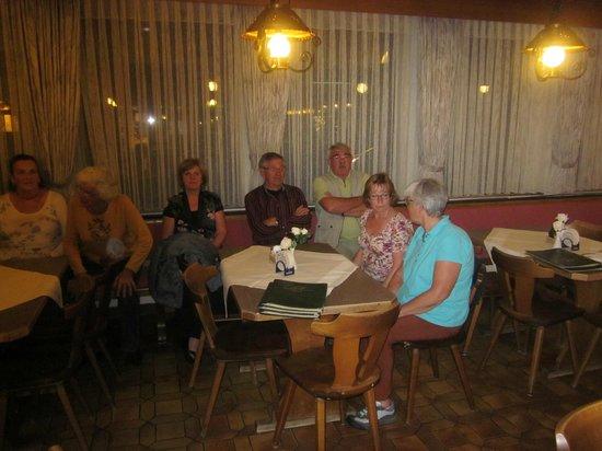 Gasthof Pension Post: gezelligheid in de bar.
