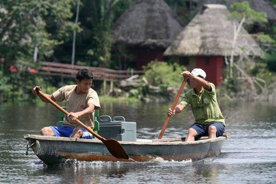 Napo Wildlife Centre: Everybody travels by canoe