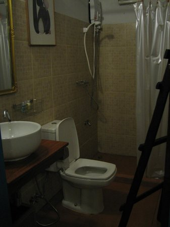 Samsen 5 Lodge: Bathroom