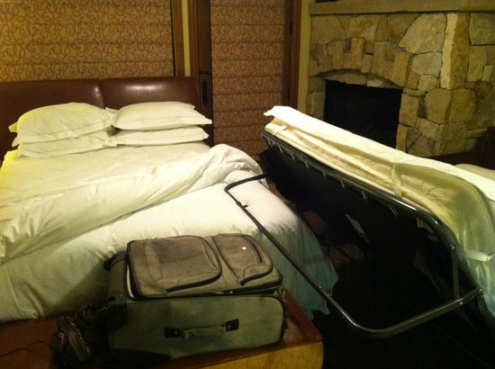 Valdoro Mountain Lodge : no space for sofa bed to open...