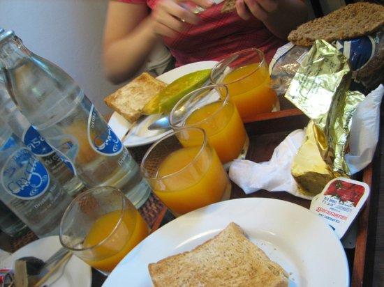 Samsen 5 Lodge: Breakfast, loved the fresh juice!